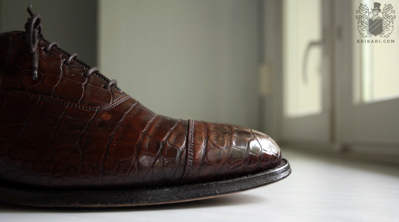 Crocodile_leather_shoes_by_Churchs_model_Consul_last_100g.jpg