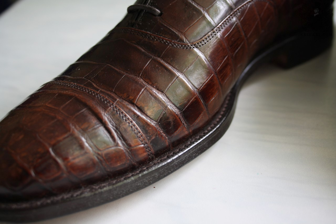 Crocodile_leather_shoes_by_Churchs_model_Consul_last_100l.jpg