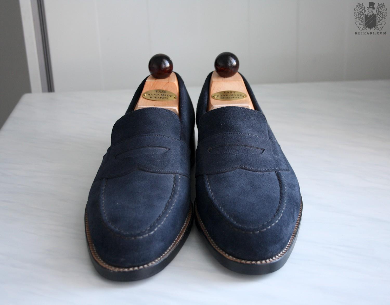 László_Vass_blue_suede_MTO_penny_loafers_at_Keikari_dot_com02.jpg