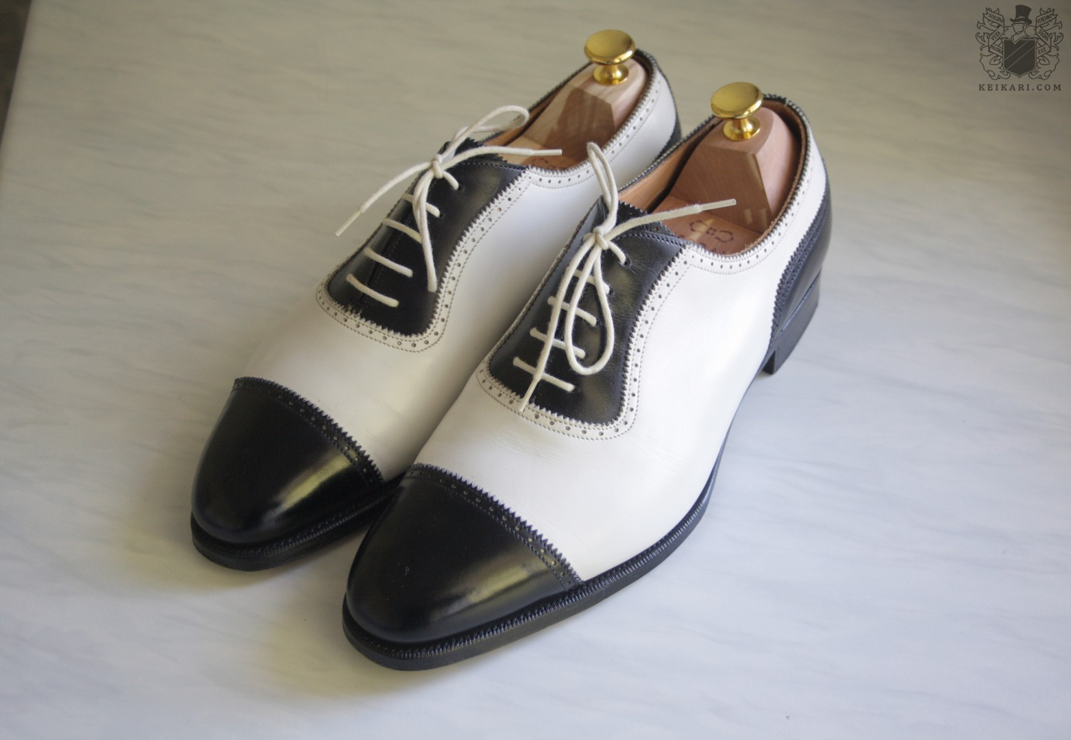 Edward_Green_blackwhite_prototype_spectator_shoes_from_Keikari_dot_com02.jpg